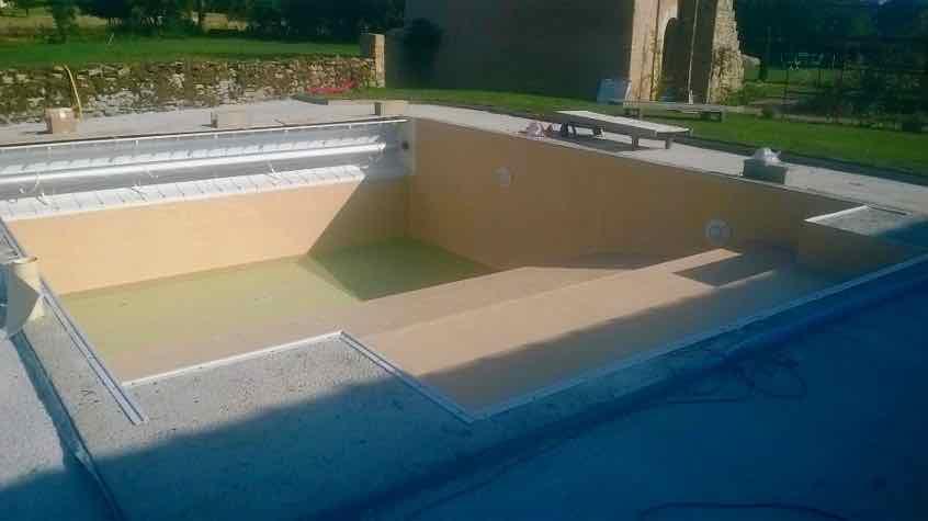 piscine béton avec volet immergé